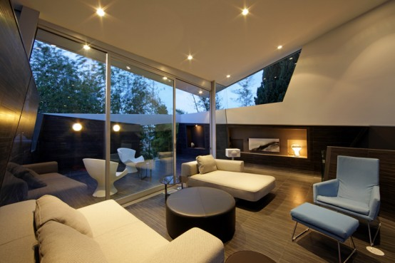 Luxury-living-room-design-with-leather-sofas-and-fireplace