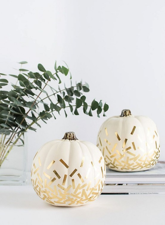white pumpkins decorated with gold confetti is a cool and easy modern idea to rock for Thanksgiving