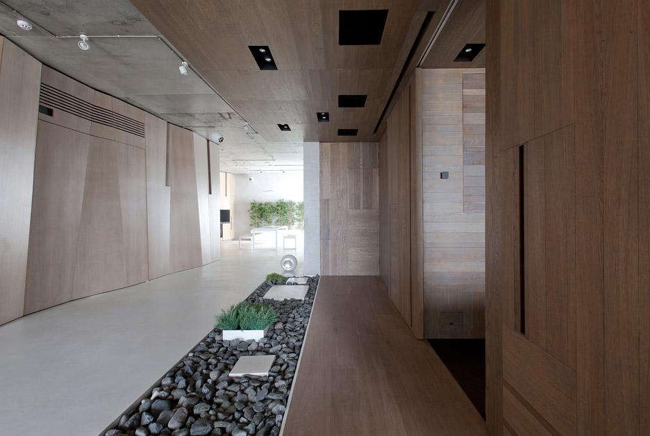 Picture Of modern zen moscow apartment with an inner garden  7