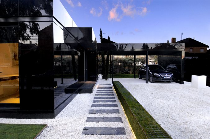 Modular glossy black houses by a cero digsdigs for Architecture design modular home