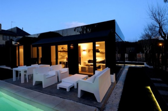 Modular glossy black houses by a cero digsdigs - Joaquin torres casas low cost ...