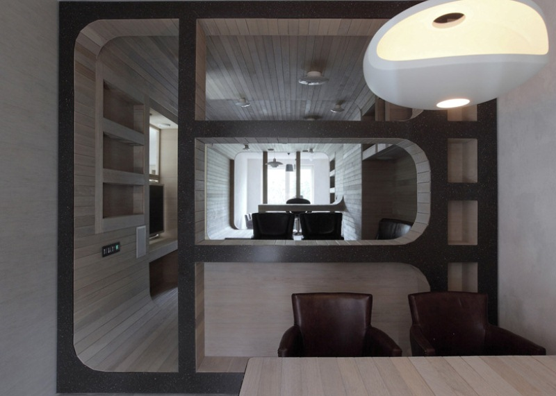 Moscow Apartment With A White Oak Zone