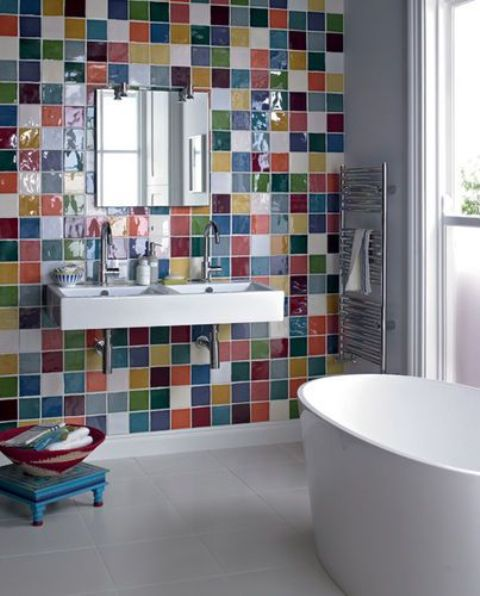 31 multi color tiled bathroom designs digsdigs for Carrelage mural hexagonal
