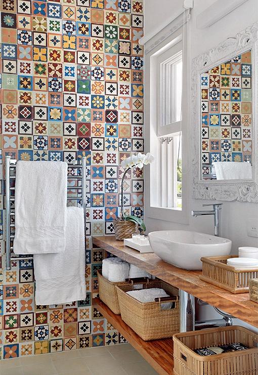 New Multi Colored Tiled Bathroom Designs
