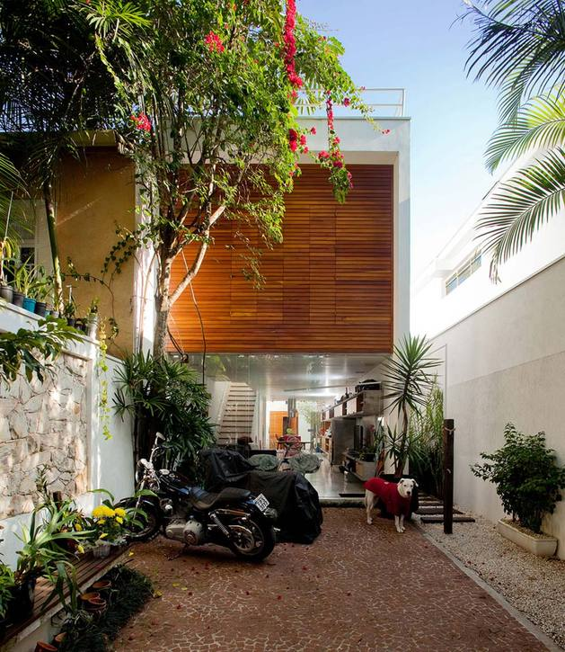 Narrow And Long House With An Outdoor Living Concept