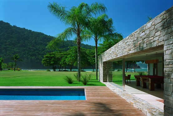 Natural Minimalism in Open Beach House Design – Laranjeiras House by Marcio Kogan