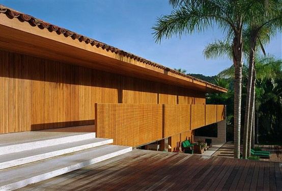 Natural Minimalism in Open Beach House Design – Laranjeiras House by Marcio Kogan
