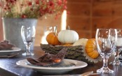 a wooden log with some bright pumpkins is a great last-minute centerpiece to rock for Thanksgiving