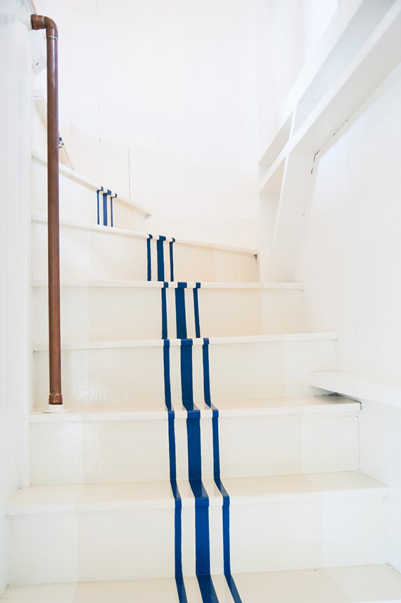 20 Nautical-Inspired Staircases For Beach Homes And Not Only