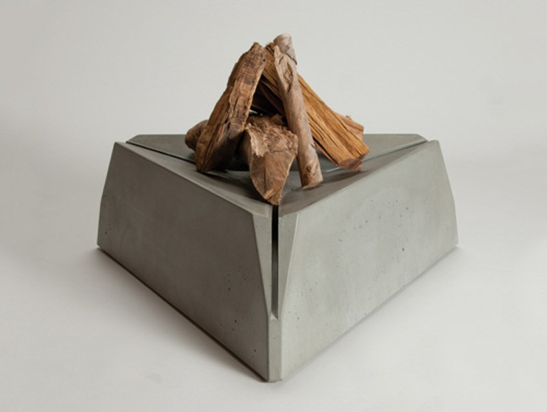 No.010 Triangulum Fire Pit For A Cozy Get Together