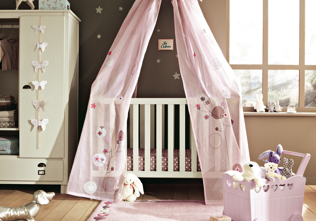 11 cool baby nursery design ideas from vertbaudet digsdigs for Baby girl crib decoration ideas
