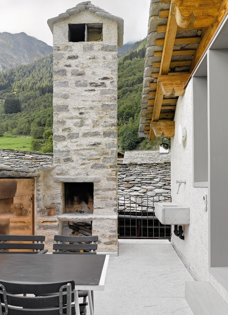 Small Modern House Interior Design: Old House Where Rustic Meet Modern Design By Formzone