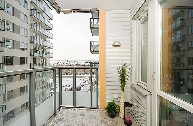 Рассмотрим чем облицовывают балконы otdelka-expert.ru.