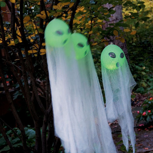 Add some ghostly brightness to your front yard. These adorable ghosts would welcome your guests with a twist. Besides they are easy and cheap to make.