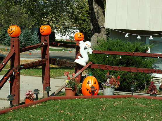 outdoor hallowen decorating ideas - How To Decorate House For Halloween