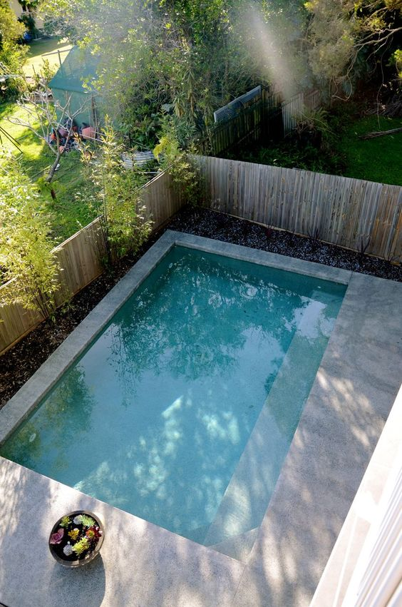 Picture of outdoor plunge pool with a stone deck for Plunge pool design