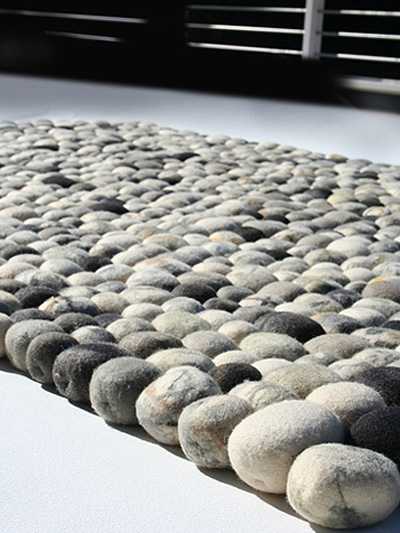 faux pebble rug made of wool digsdigs. Black Bedroom Furniture Sets. Home Design Ideas