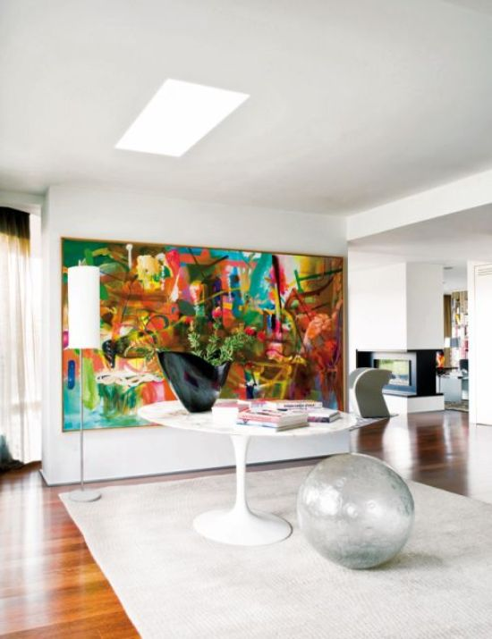 Penthouse 39 s interior that breathes with art digsdigs - Decoracion cuadros grandes ...