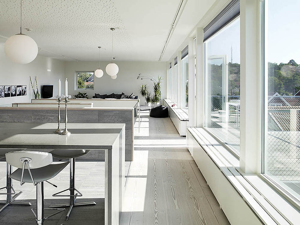 Swedish House Design With A Large Balcony Plastic House