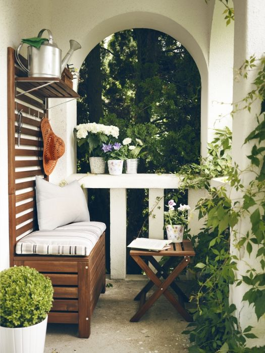 29 practical balcony storage ideas digsdigs - Table balcon suspendue ikea ...