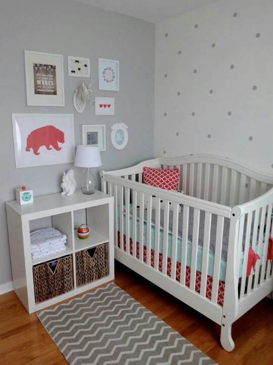 23 practical and stylish tiny nursery d cor ideas digsdigs for Baby girl crib decoration ideas