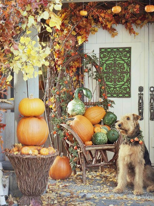 Arrange a pretty pumpkin centerpiece right on your porch' furniture.