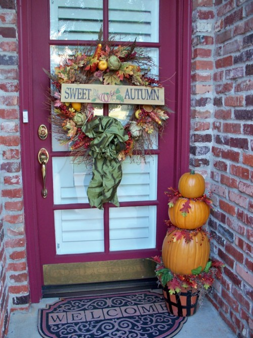Spell it out! Add a sign to the front door's wreath.