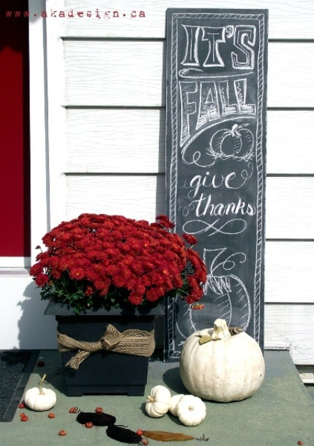 Welcome your guests at Thanksgiving with a DIY chalkboard sign.