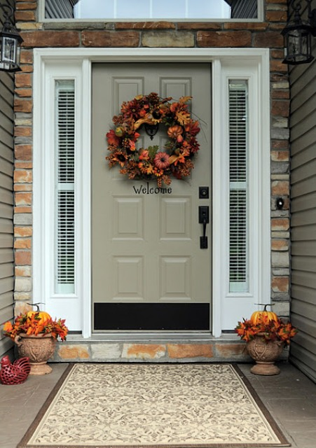 60 Pretty Autumn Porch Décor Ideas | DigsDigs