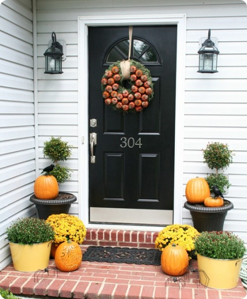 85 pretty autumn porch d cor ideas digsdigs Small front porch decorating ideas for fall