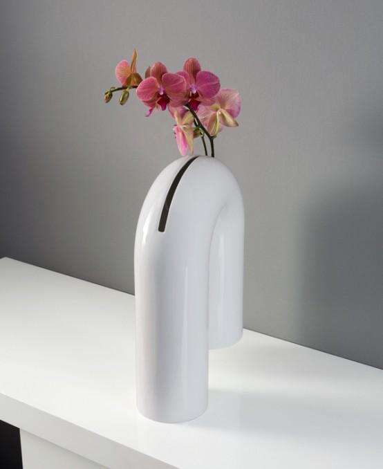 Provocative And Minimalist Shaky Vase