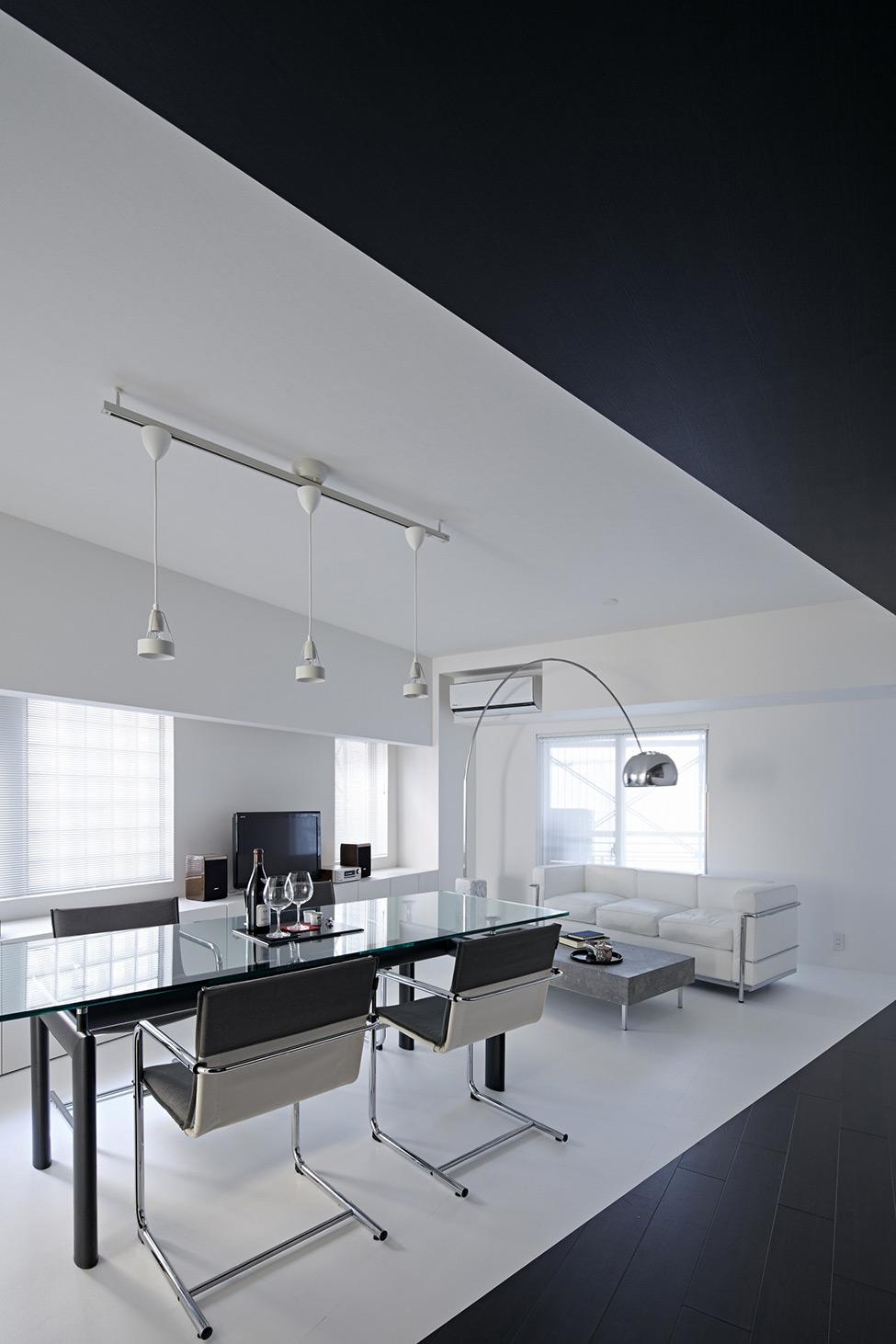 terrific black white minimalist apartment   Pure Minimalism: Black And White Monochromatic Apartment ...