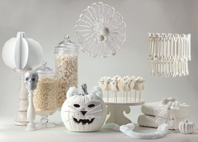 Pure white halloween 54 elegant ideas digsdigs Classy halloween decorations