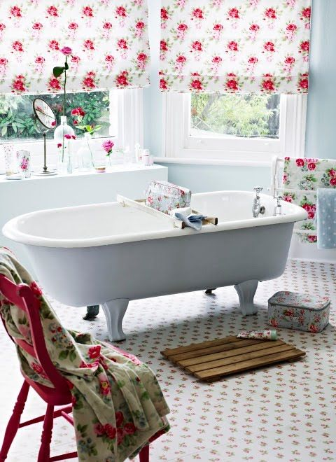 Refined Decor Ideas For A Vintage Bathroom