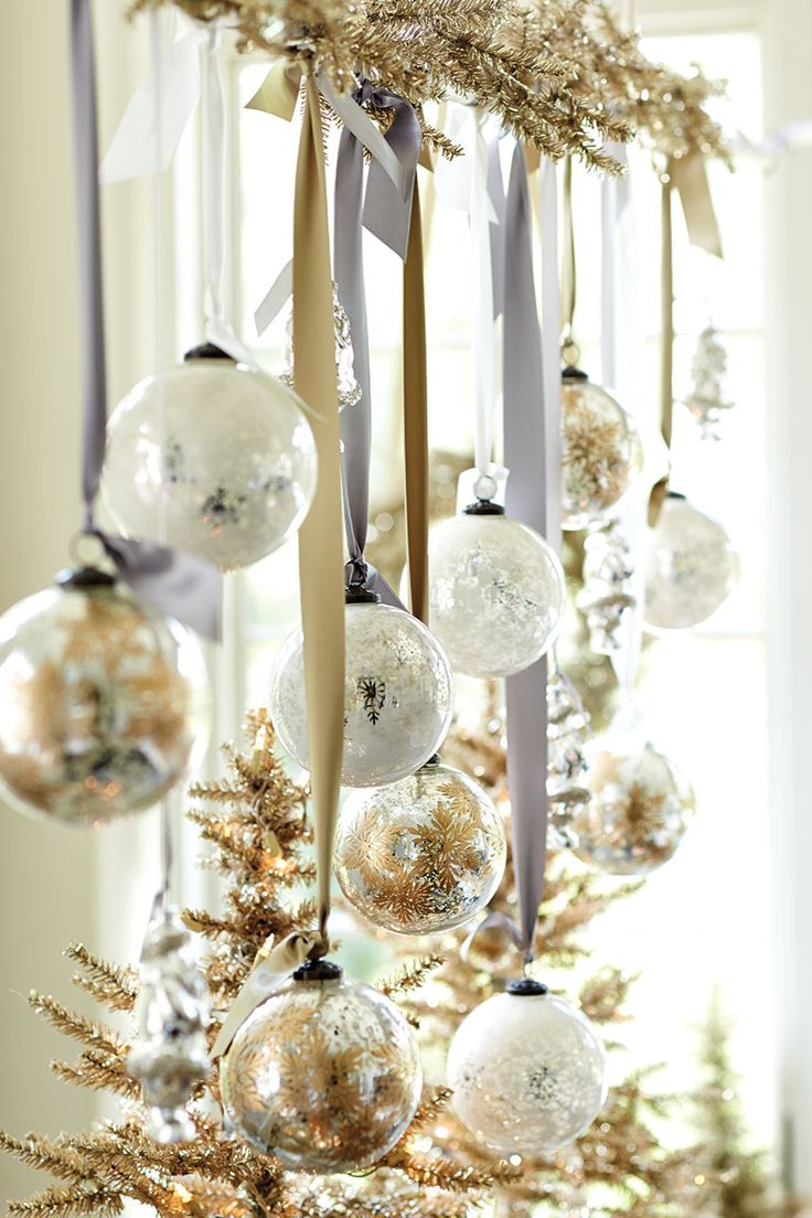 44 refined gold and white christmas d cor ideas digsdigs for Decoration fenetre noel diy
