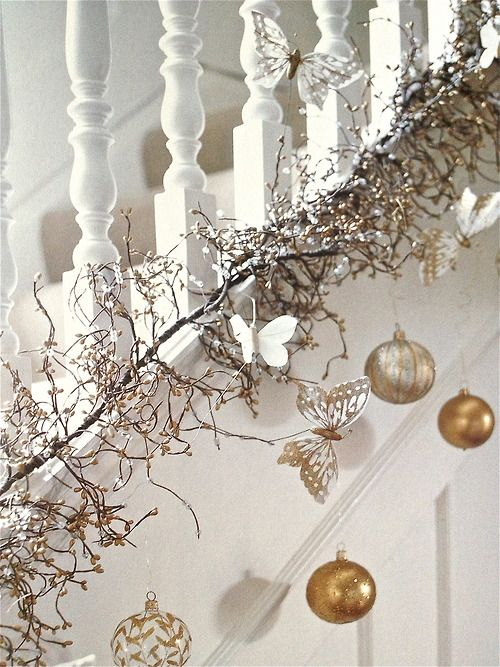 44 refined gold and white christmas d cor ideas digsdigs for Decoration de la maison blanche noel