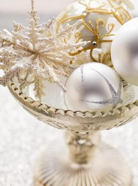 refined gold and white christmas decor ideas - White And Gold Christmas Decorations