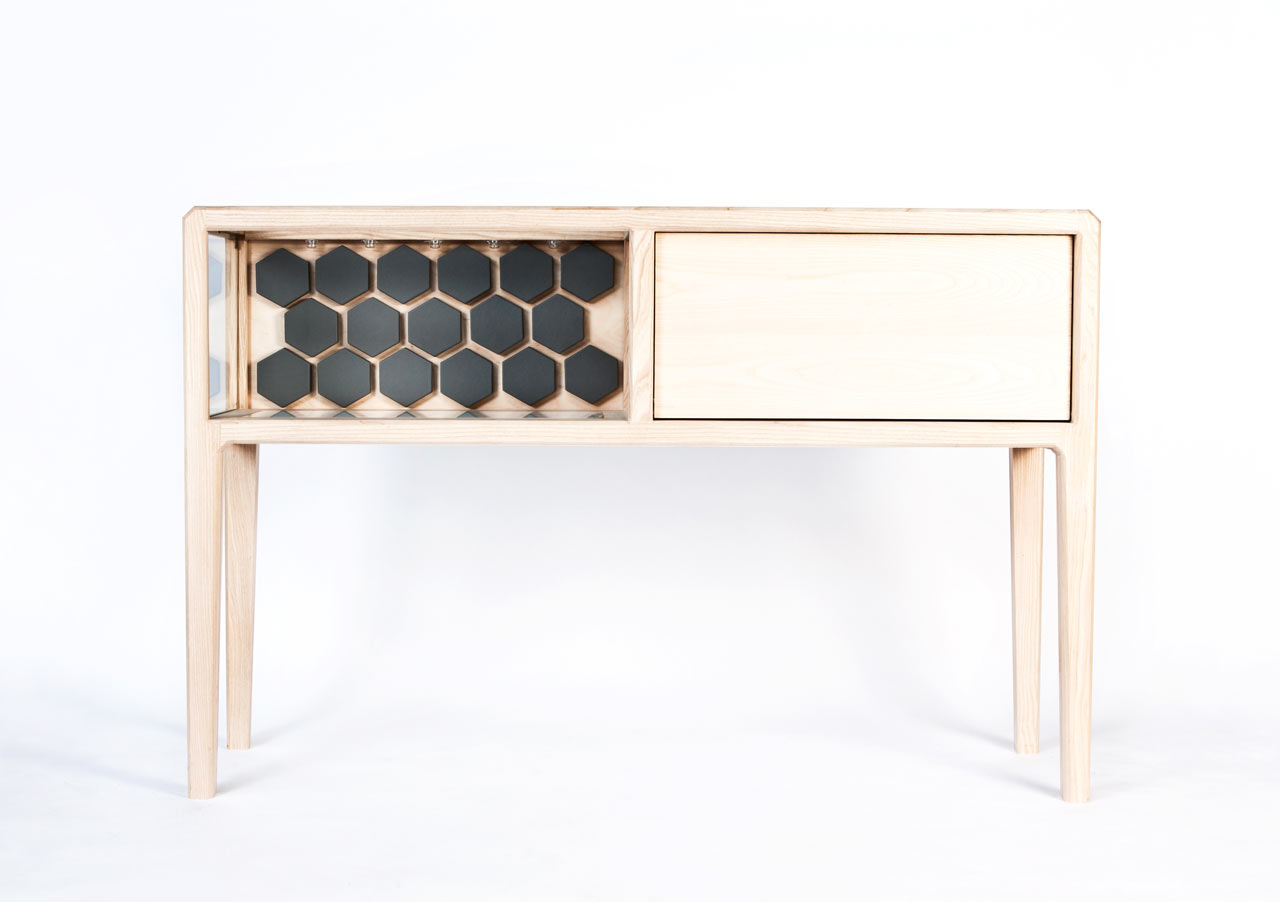 Refined Linnk Liquor Kabinet With Geometric Design