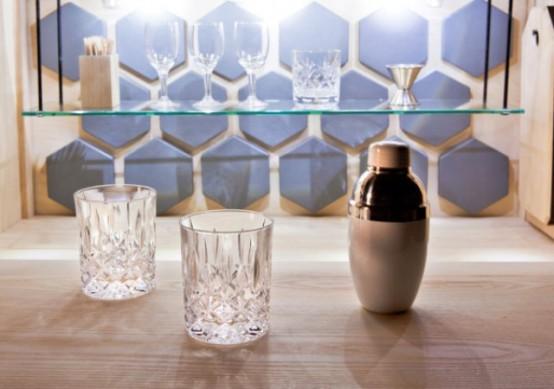 Refined Linnk Liquor Cabinet With Geometric Design