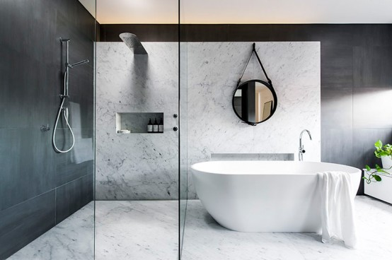Charmant Refined Yet Minimalist Bathroom Design With Greenery