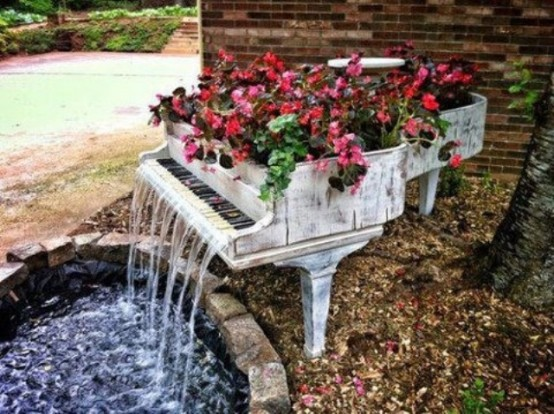 That's how you create a really unique waterfall combined with a garden container.