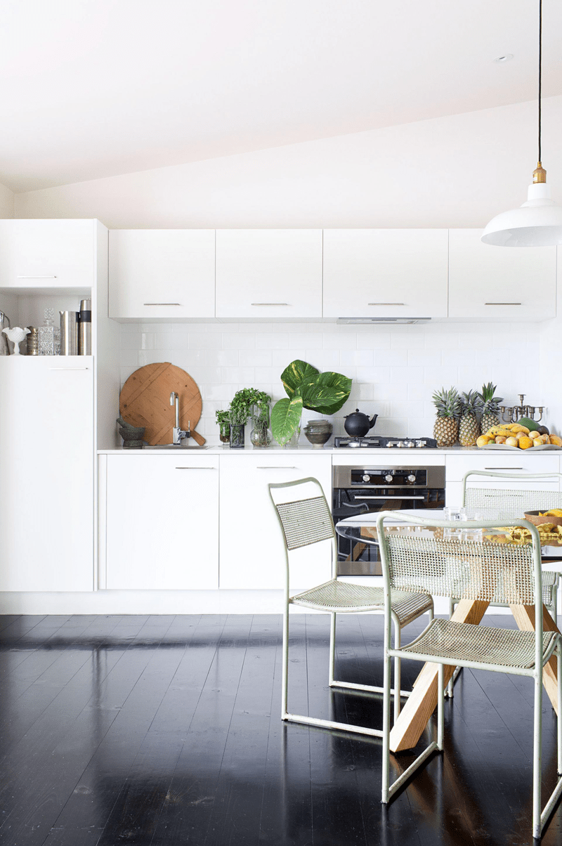 Relaxing Family Home With Vintage Touches And Bright Accents