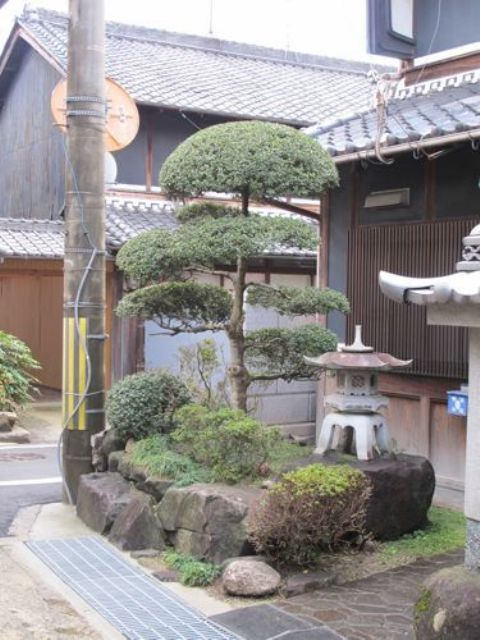 18 relaxing japanese inspired front yard d cor ideas for Front yard decorating ideas