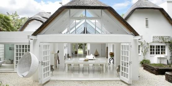 Relaxing Open-Plan White House Design