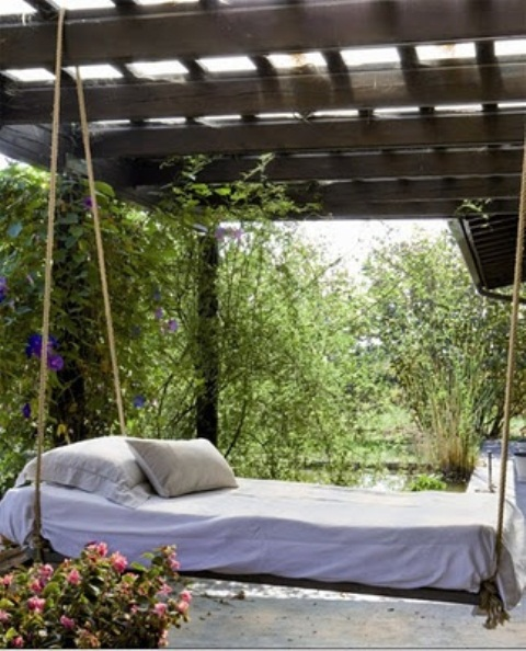 Canopy swing outdoor bed add a touch of exclusivity to for Round hanging porch bed
