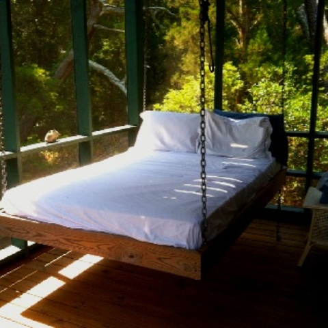 39 relaxing outdoor hanging beds for your home   digsdigs