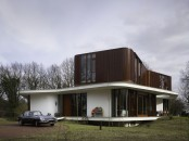 Retro Futuristic House Deisgn