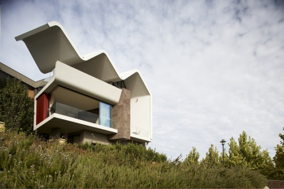 House with Unusual Wave-Like Roof – Ribbon House by Hartree