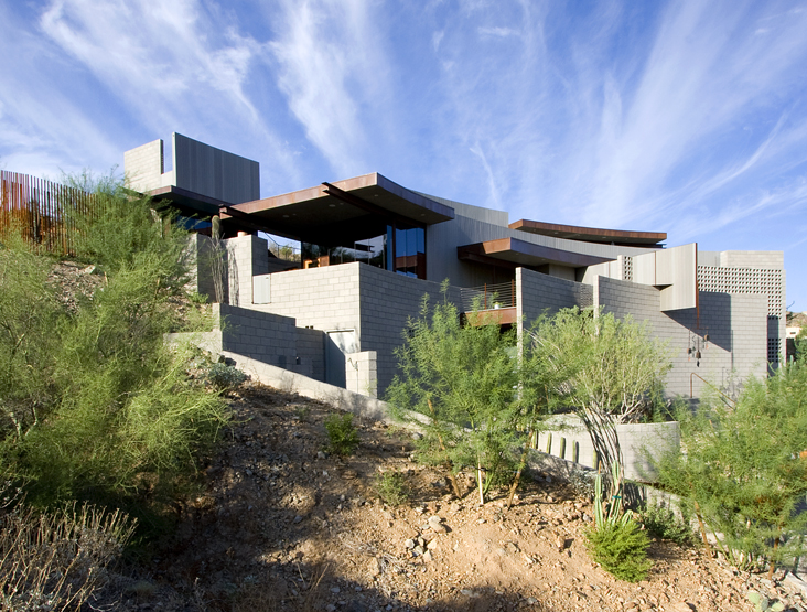 Brick house rocky slope residence by eddie jones digsdigs for Steep slope home designs