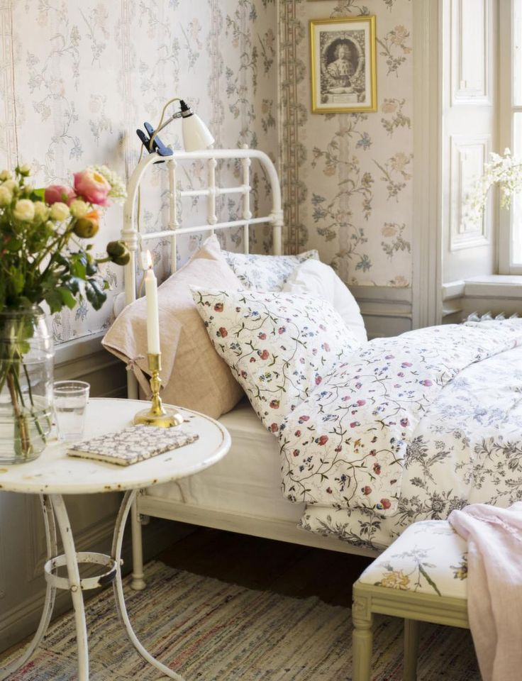 Picture of romantic and beautiful provence bedroom decor ideas for Country cottage bedroom